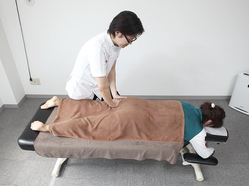[写真]施術の様子02